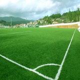 50mm de altura de forma cruzada para o campo de futebol de relva artificial