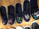 Blumen-Drucken-Frauen-Segeltuch-beiläufige Schuhe mit Stickerei