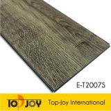 El patrón de madera resistente haga clic en suelos de PVC