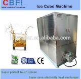 Criador de cubos de gelo na fábrica da Máquina