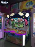 Kid com moedas máquina de jogos de arcada de máquina de jogos de diversão