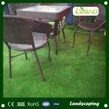 사용 정원 장식적인 인공적인 잔디를 정원사 노릇을 하기