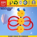 Ensino precoce do bebê brincar de quebra-cabeças em 3D