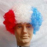 La parrucca sintetica dei tifosi pazzeschi di sport con la bandiera nazionale colora la tazza di mondo