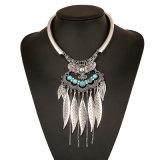 Красивейшие листья металла с зеленым кругом шеи перлы, серебряным ожерельем