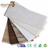 El panel de pared del PVC del compuesto plástico de madera rápido de la instalación que se enclavija