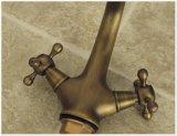 旧式な真鍮の二重ハンドルの浴室水ミキサー