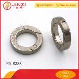"""Giunto circolare dell'anello a """"D"""" dell'inarcamento di cinghia del metallo del sacchetto di cuoio della fabbrica ed anello su ordinazione del quadrato"""