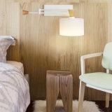 Contemporánea de madera y metal Negro dormitorio oscilación apliques de pared enciende la lámpara con pantalla de tela para Hotel