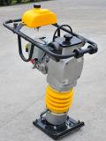 Rammer do calcamento com máquina da roda