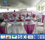 Azotea de lujo modificada para requisitos particulares que alinea la tienda grande de la carpa para la boda romántica