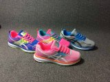 新しい到着の方法女性のスニーカーの靴