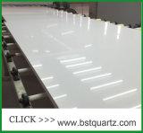 白い輝きの水晶石のカウンタートップ