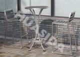 Im Freienfreizeit-Stab-Schemel mit rundem Tisch