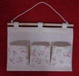 Un Mur sac avec trois poches avec un motif floral