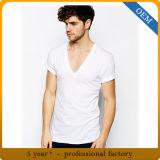 주문 남자는 백색 깊은 V 목 티 셔츠를 한탄한다