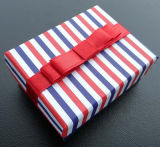 Цветастая Striped коробка пакета связи печатание с красным Bowknot