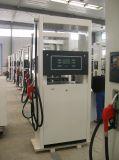 Deux distributeur d'essence de station de pétrole de pompe du gicleur deux