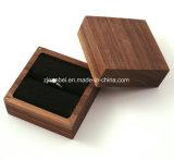 Rectángulo de joyería de madera de la nuez sólida de encargo para el anillo con la guarnición negra del terciopelo