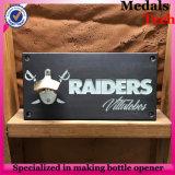 Logotipo gravado em forma quadrada Madeira para abridor de garrafas de montagem em parede