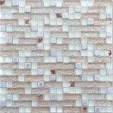 Stanza da bagno bianca moderna delle mattonelle di mosaico della stagnola di oro di applicazione della casa di stile
