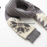 Подгоняйте связанный шарф с воротом рождества шарфа Weave