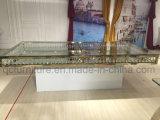 白い塗られた鉄ベースが付いているガラス上のアクリルの結婚式表