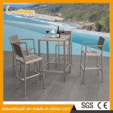 ヨーロッパ式のホテルの創造的で高いあと振れ止めの現代喫茶店棒Polywood表および椅子の屋外の庭のホテルの家具