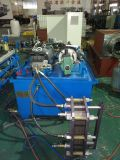Parte inferior inconsútil del tanque de oxígeno cerrada formando la máquina