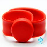 Claque faite sur commande de Tapotement-Bracelet d'IDENTIFICATION RF/bracelet sec silicones de tape pour le rail d'ID/IC