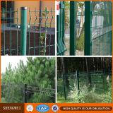 El PVC cubrió el cercado soldado los dobleces del acoplamiento de alambre del color verde