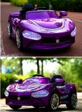 Conduite bie-moteur rose de bébé de véhicule électrique d'enfants sur le véhicule