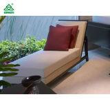 상아빛 색깔은 경재 프레임을%s 가진 직물에 의하여 덮개를 씌운 나무 의자 시트를 이완한다