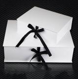 Le pliage de l'emballage en carton imprimées chaussures personnalisées boîte cadeau avec ruban