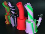 La FDA variopinta del silicone classifica il tubo di acqua femminile maschio di vendita caldo del Weed dell'erba di figura del barilotto del regalo di Chirstmas