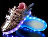 2018 hizo en los zapatos al por mayor de la luz LED del zapato de los niños de los zapatos de China LED para los cabritos