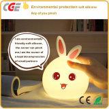 Cadeau mignon de jouets de lapin de lampe colorée rechargeable de lapin pour des enfants