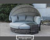 Mtc206 1中国の工場からのおおいが付いている屋外の藤の家具のソファーの寝台兼用の長椅子