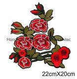 Cucito ricamato Rosa rosso del Topaz di Hong Kong sul ferro del fiore della zona sugli autoadesivi della zona per i vestiti (CE02)