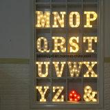 يشعل [ألفبت] زخرفيّة فوق إشارة [لد] حرف ضوء زخرفة لأنّ مهرجان حزب عرس عطلة [إسغ10399]