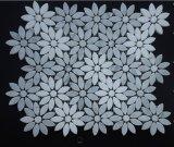 Mattonelle di mosaico di marmo di pietra naturali di disegno del getto di acqua del girasole