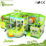 遊園地のジャングルの主題は販売のための屋内運動場をからかう