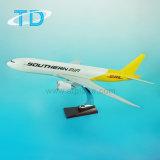 Модель DHL игрушки смолаы плоскости перевозки B777f конструирует