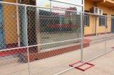 На строительной площадке временного ограждения