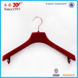 El plástico rojo del terciopelo se adapta a perchas con la venta al por mayor de la barra