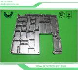 Startendes Aluminiumgußteil, das CNC-Bauteile maschinell bearbeitet