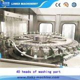 Bouteille en plastique buvant la machine de remplissage de l'eau minérale
