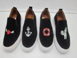 Mann-Gummifreizeit-Schuhe mit unterschiedlichem Stickerei-Muster-Oberleder