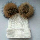 Chapeau drôle de Beanie de chapeaux de l'hiver de Knit avec le chapeau de crochet de bille de fourrure de raton laveur