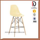 Moderne Freizeit-hoher Bein-Stab-Stuhl mit Plastikrückseite und -sitz